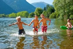 schwimmen-zeller-see-kinder
